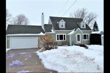 Wonderfully Updated 3BR 2BA Cape Cod!