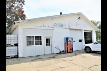 Great Commercial Location in Franklin Grove!